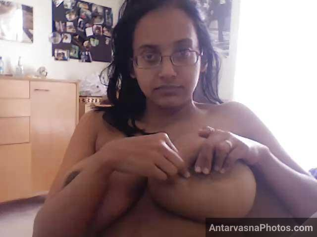 Bade boobs khol ke webcam par dikhane lagi sexy bhabhi