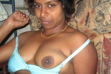 Bade boobs wali desi randi ke Indian sex photos