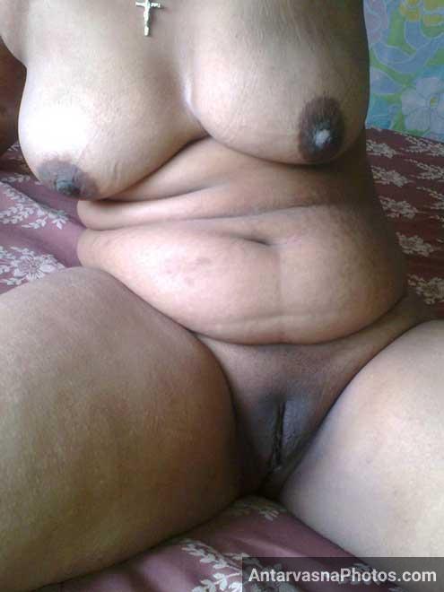 Hot Indian bhabhi ne apni chut khol di aur lover ke lund ko khada kar diya