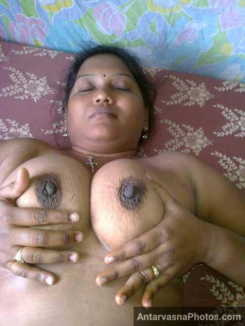 Kusum bhabhi ke hot Indian boobs ka photo