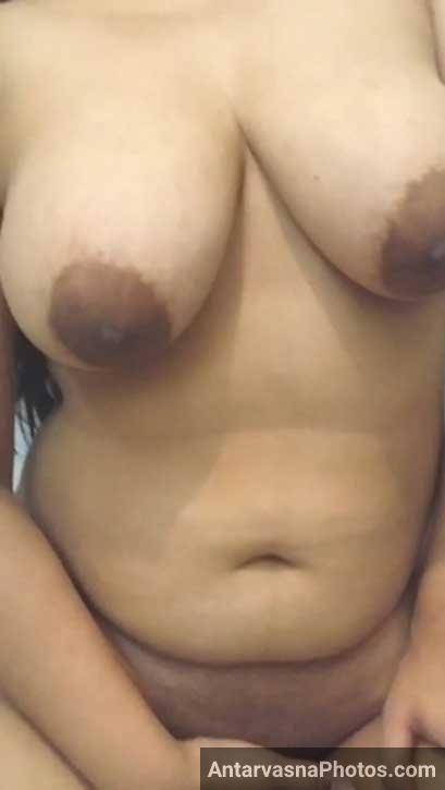 Pati ke samne bhabhi apne bade boobs khol ke khadi ho gai