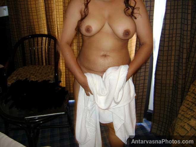 Mere boss ke samne nude hui Indian sister - Sex photos