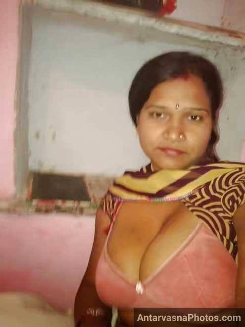 Desi housewife ke bade boobs bra ke andar ked hai