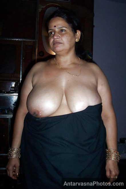Busty boobs wali desi aunty ke hot pics