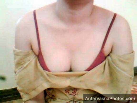 Pakistani bhabhi Muskan ke tight boobs red bra ke andar