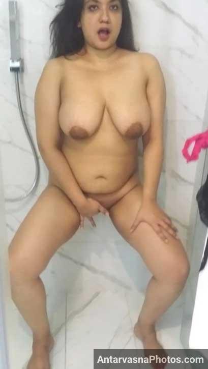 Chudasi bhabhi masturbation photos - Chut me ungli daali