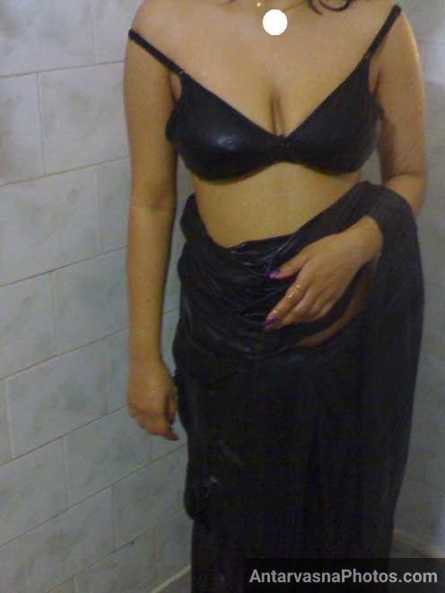 Desi cleavage sexy Poonam aunty ka