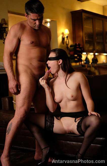 Nude hot wife ne husband ke samne paraya lund chusa