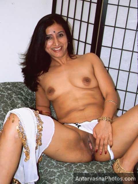 Indian desi slut ne apni chut khol ke dikhai apne boss ko - Hot sex pics