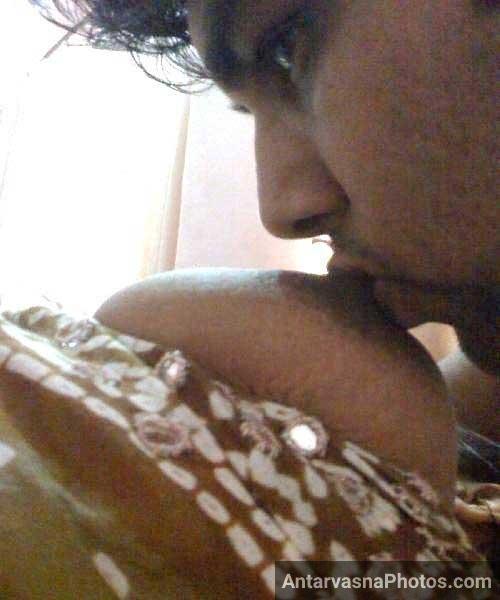 Rajasthani aunty ne apne boobs se lover ko doodh pilaya