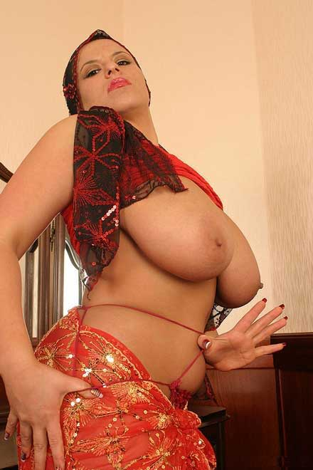 Ekdam randi hai ye arab milf - Bade boobs ka photo