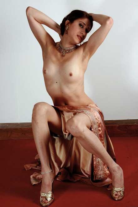 Small boobs wali sexy Indian model Raveena ke pics