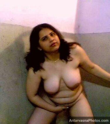 Sejal aunty nude bathroom pics