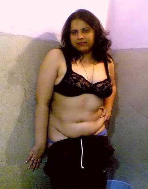 gujarat-naked-aunty