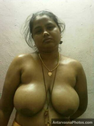 Hot desi boobs wali sexy kamwali ke pics