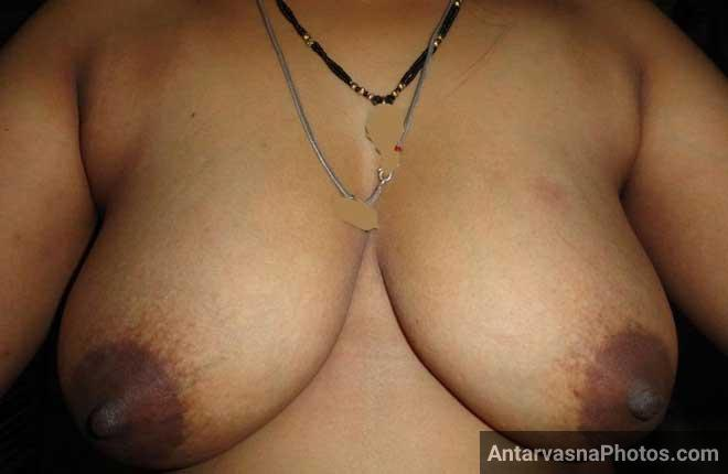 Hot Mona bhabhi ke sexy boobs ke pics