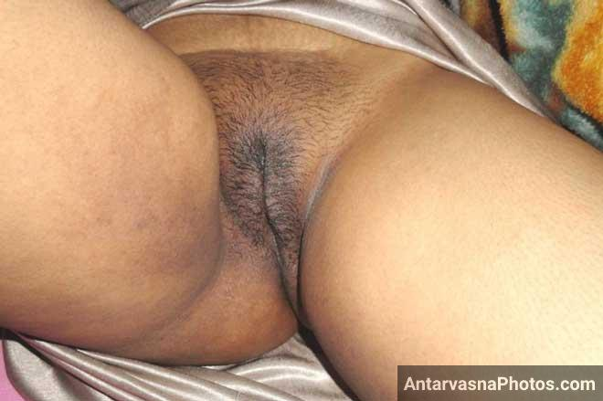 Mona bhabhi ki baalwali hairy Indian chut ka photo