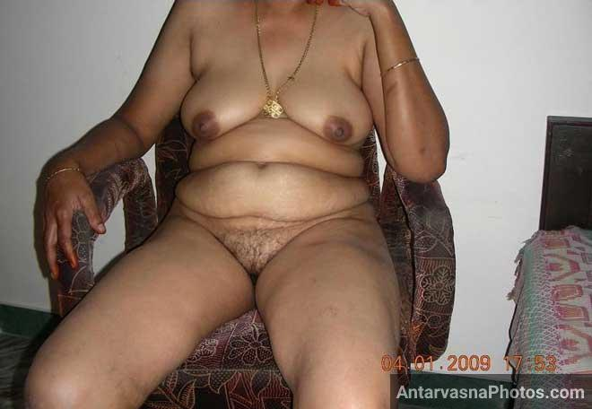 Hot mummy ki sexy chut aur boobs ka photo