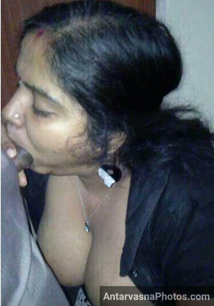 Bade boobs wali aunty ne lund ko muh me chalana chalu kar diya