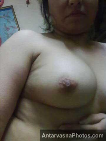 Namitha ne webcam ke upar apne bade boobs khol diye aur nude ho gai