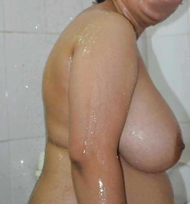 Bade desi boobs dikha ke aunty ne fir se lund khada kar diya mera