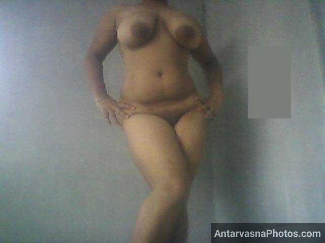 Horny Indian college girl sex pics - Boobs aur chut dikhayi