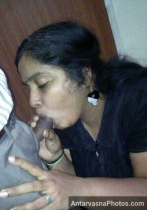 Hot aunty Janki ne lund ko chusa kyunki chudai ke lie time nahi tha - Indian blowjob pics