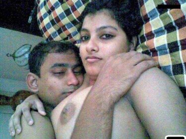 Mihir ne apni wife ke boobs dabaye - Honeymoon photos