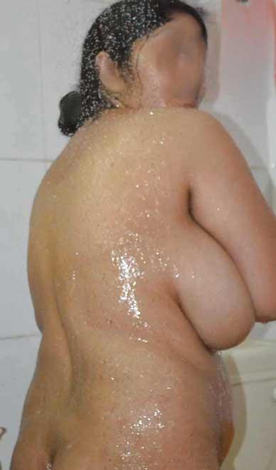 Sexy big desi boobs wali Lajja aunty ko nahane ke baad bhi choda