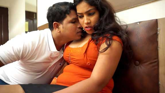 Office ki hot bhabhi ke sath sex ke pahle romance kiya