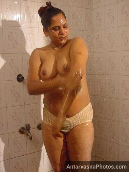 Sister Nude Bathing In Front Of Brother Porn