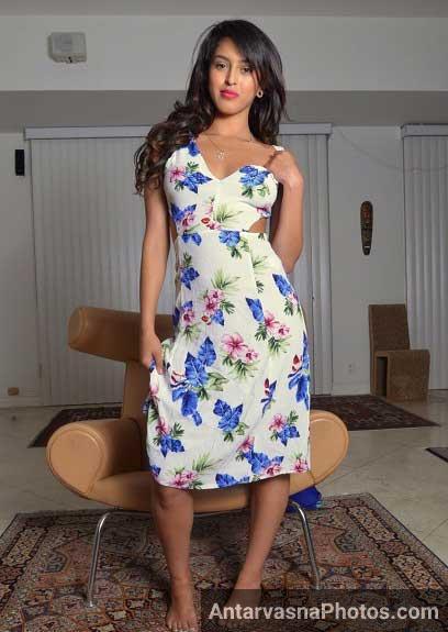 Chudasi desi bhabhi Pinki ka sexy dress