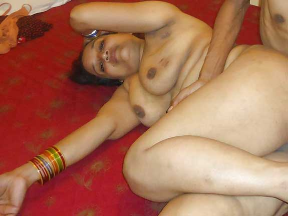 Nude aur chudasi Savita bhabhi ke boobs ka photo