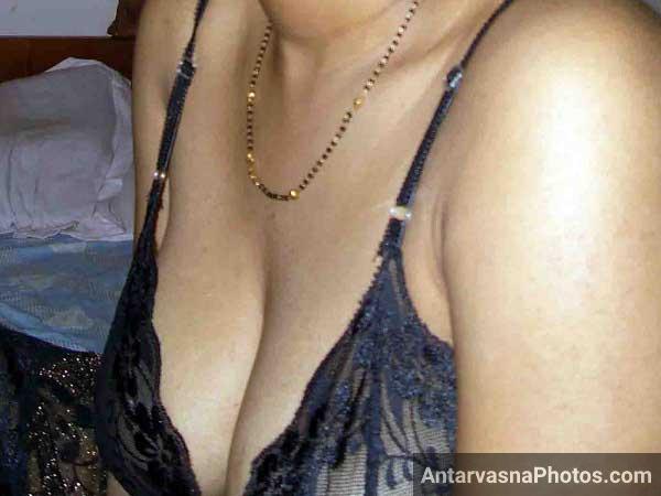 Bade desi cleavage wali randi bhabhi ke pics