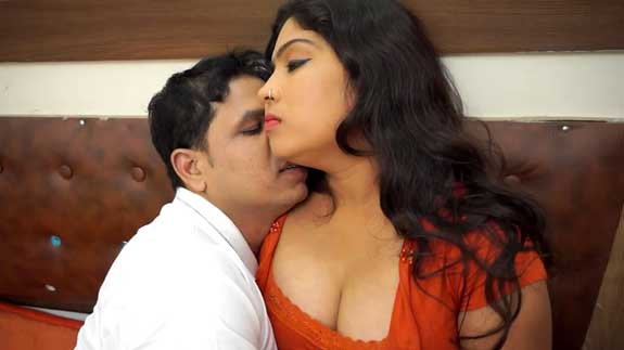Erotic desi bhabhi ke boobs dabaye aur kiss kiye