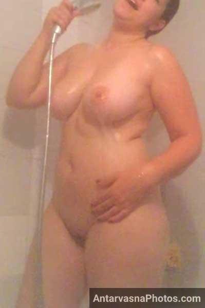 Hot bhabhi ke nange pics jab wo bathroom me naha rahi he