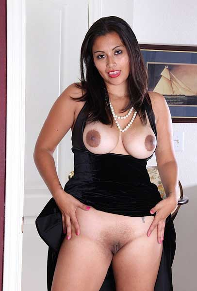 Hot boobs aur clean shaved chut wali bhabhi ke pics