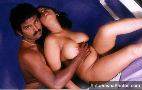 Hot South Indian bhabhi ke nude boobs pressing photos