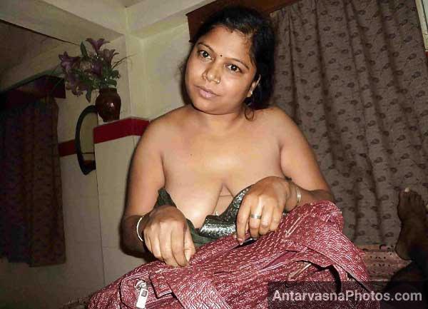 Kamwali Anuty babita apne boobs khol ke khadi ho gai