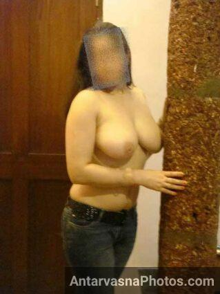 Mumbai callgirl ne topless ho ke bade boobs dikhaye - Sex photos