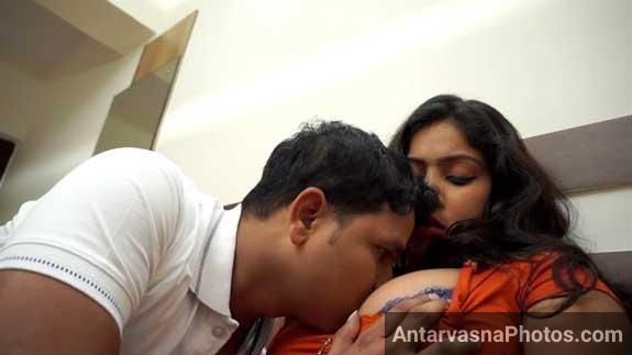 Horny office lover ke boobs ko chusa - Bhabhi romance photos