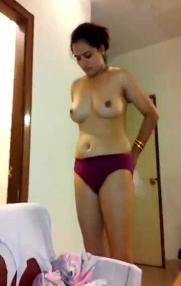 Slim Indian bhabhi ke hot boobs dekhe