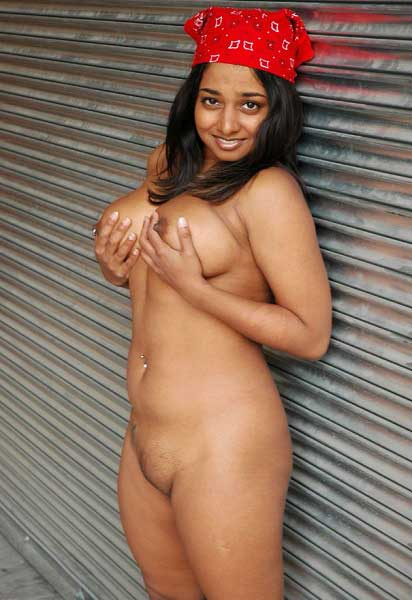Indian moti ladki ke hot boobs ka photo