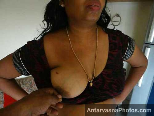 Aunty ke boobs ko pinch kiya - Antarvasna sex photos