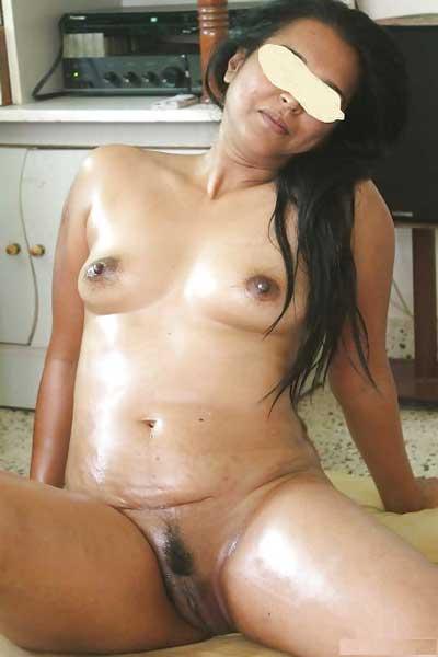 Aunty massage ke lie ekdam ready thi