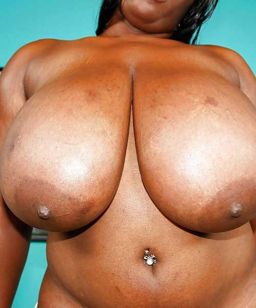 Bade bade boobs wali hot aunty ke nange pics