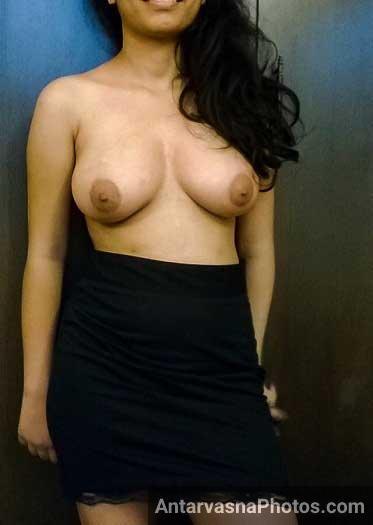 Babita bhabhi apne nange boobs dikha rahi he