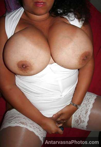 Big boobs wali sexy milf ke pics