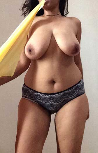 Big boobs wali pyasi bahan ne kapde khole