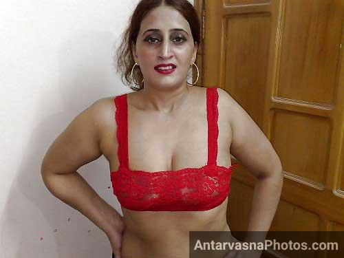 Red bra me sexy Riya aunty ke hot pics